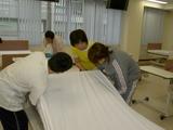 介護技術の練習(ベッドメイキング)